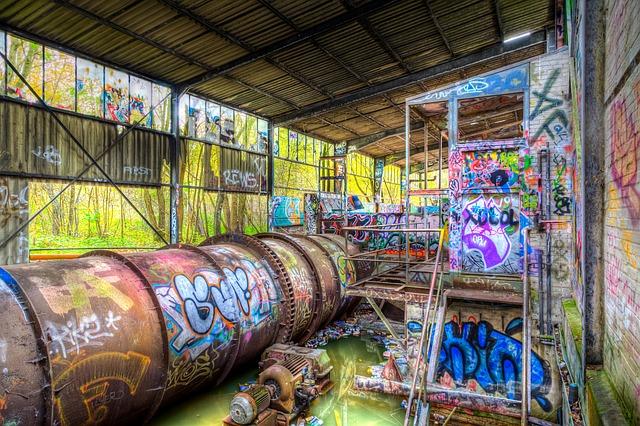 grafitis dans un lieu abandonné urbex