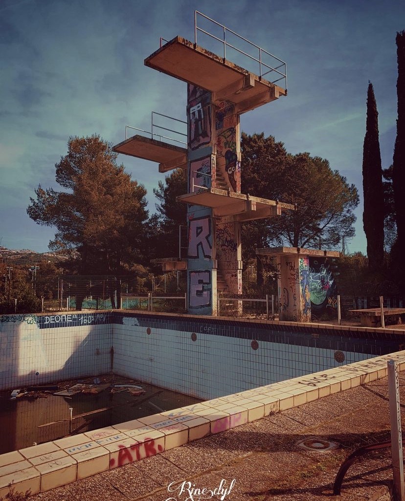 piscine luminy abandonnée plongeoir