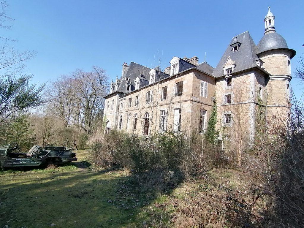 le château goldfinger en normandie