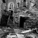 Photo noir et blanc du monastère antoinette abandonné à Amay